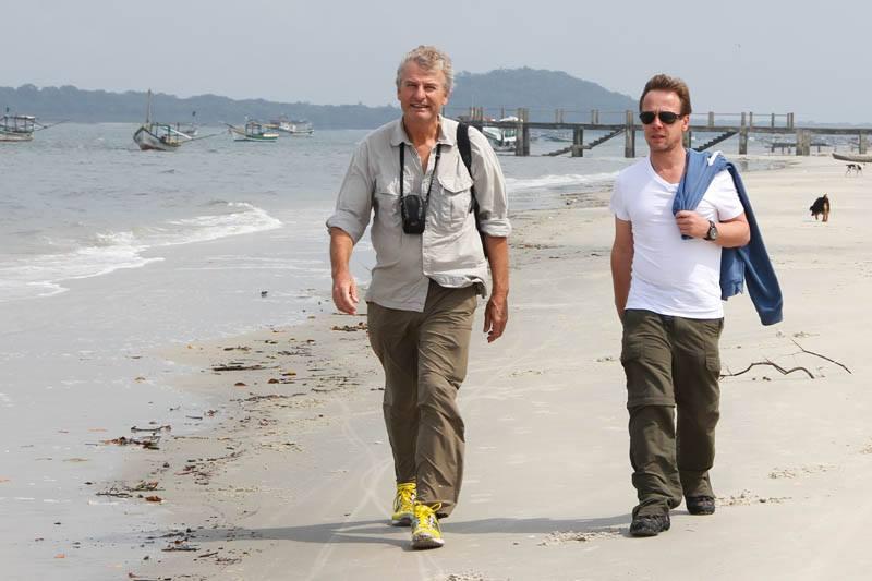 Wolfgang Knöpfler, Paul Reddish fazem o Recce nas praias de Superagui. Em busca do Mico Leão da Cara Preta.